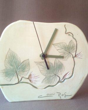 reloj hojas verdes